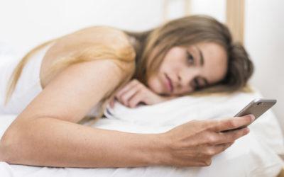 Un estudio demuestra que un tercio de los jóvenes tiene trastornos de sueño por el uso del móvil