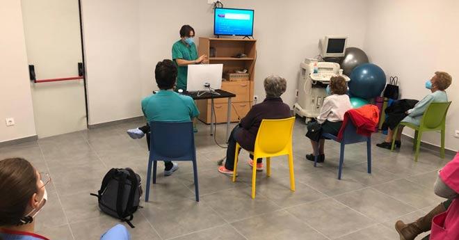14 personas se forman en el conocimiento de la osteoporosis de la mano del Dr. Manuel Chaparro Recio